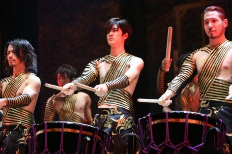 11日放送のフジテレビ系バラエティー『いただきハイジャンプ』で中島裕翔が和太鼓エンターテインメント集団『DRUM TAO』の一員として、和太鼓に挑戦する (C)フジテレビ