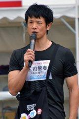 1人でゴールしたことを悲しそうに報告する庄司智春=「SDGsウォーク2018」 (C)ORICON NewS inc.