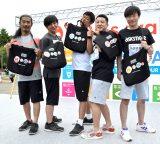 「SDGsウォーク2018」に参加した(左から)パンサーの菅良太郎、向井慧、尾形貴弘、和牛の水田信二、川西賢志郎 (C)ORICON NewS inc.