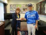 試合前にはかつて渡辺美里のCD収録に参加したことのある松井稼頭央選手と再会