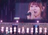 HKT48メンバーと「R.S.に捧ぐ」を熱唱した宮脇咲良=『AKB48グループ感謝祭〜ランクインコンサート』の模様 (C)ORICON NewS inc.