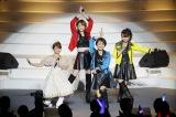 4期・吉澤ひとみ(後列)と、18年ぶりに再集結した2期OG(前列左から)矢口真里、市井紗耶香、保田圭