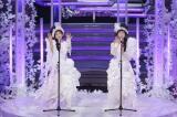「愛が止まらない 〜Turn It Into Love〜」を歌うWink(C)NHK