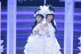 「淋しい熱帯魚」を歌うWink(C)NHK