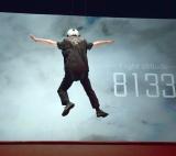 地上3メートルの高さに宙吊りにされる上島竜兵=映画『ミッション:インポッシブル/フォールアウト』大ヒット御礼イベント (C)ORICON NewS inc.