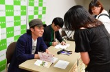 単行本『パパは漫才師』第1巻の発売記念イベントに出席したシャンプーハットのこいで(C)小学館