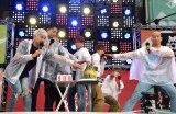 輪ゴムスイカ割りに挑戦したGENERATIONS=『GENERATIONS 高校TV「テレビ朝日夏祭り 課外授業SP」』ステージ (C)ORICON NewS inc.