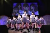 AKB48チーム8が小栗有以(中央)主演ドラマ『マジムリ学園』の主題歌を初披露(C)AKS