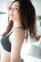 ワコールの新製品「シンクロブラ」のイメージモデルに起用された平野ノラ