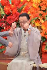 第1位と発表されてガッツポーズをした梅沢富美男(C)MBS