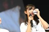 102位だったことがわかって涙し、徳光和夫アナからハンカチを借りた谷川愛梨(NMB48)(C)AKS