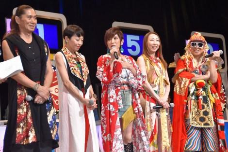 『サマージャンボ宝くじ』の抽選会に出席したTRF(左から)SAM、ETSU、YU-KI、CHIHARU、DJ-KOO (C)ORICON NewS inc.