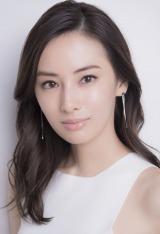 『アンナチュラル』『逃げ恥』の野木亜紀子氏がNHKで初執筆するオリジナルドラマ『フェイクニュース』(10月20日・27日放送)に主演する北川景子。NHKドラマは初主演