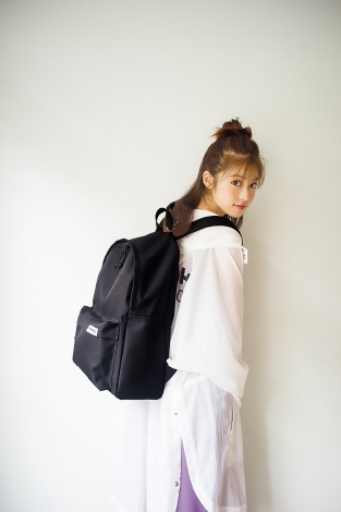 サムネイル 『Reebok CLASSIC』オフィシャルブックの表紙を飾った今田美桜(宝島社)