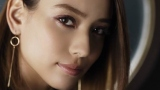 """滝沢カレンが『Visee』新イメージキャラクターに 艶やかでクールな""""モデル顔""""で魅せる"""