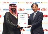 両国の健闘を誓い合った(左から)ファイサル・ビン・バンダル・アール・サウード殿下、JeSU岡村秀樹会長=eスポーツ国際親善試合調印式 (C)ORICON NewS inc.