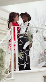 婚約と結婚することを発表した北山みつきとオスマン・サンコン(北山のブログより)