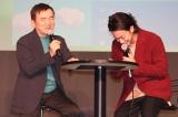 アプリゲーム『ポケモンGO』新CM発表会に出席した(左から)石原恒和社長、佐藤健 (C)ORICON NewS inc.