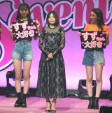 Seventeen卒業式を行った広瀬すず(中央) (C)ORICON NewS inc.