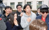 「吉本坂46」一次審査で落選したマヂカルラブリー(中央前後のパーカー2人) (C)ORICON NewS inc.