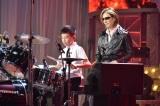 「紅」でドラムパフォーマンス(C)日本テレビ