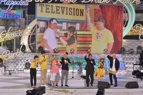 『24時間テレビ41 愛は地球を救う』で18年ぶりに一夜限りの復活を果たした音楽ユニット・ポケットビスケッツがチャリティーランナー・みやぞんを応援(C)日本テレビ