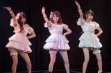 NMB48のMVファン投票1位となった「ジッパー」を披露(左から)清水里香、吉田朱里、小嶋花梨(C)NMB48