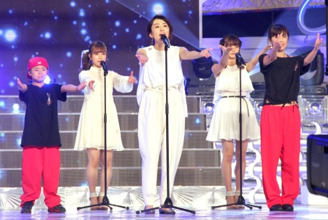 NTV『24時間テレビ41』に出演した島袋寛子(中央) (C)ORICON NewS inc.