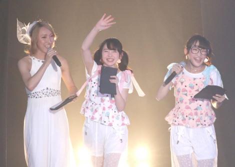 サムネイル 『Girls Summer Festival by GirlsAward』のMCを務めるゆしんとまこみな(撮影:片山よしお) (C)oricon ME inc.