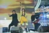 「YELLOW YELLOW HAPPY」「POWER」を披露(C)日本テレビ