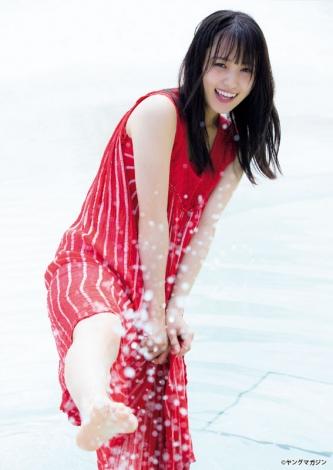 サムネイル 『週刊ヤングマガジン』第40号の表紙を飾った菅井友香(C)LUCKMAN/ヤングマガジン