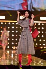 『東京ガールズコレクション 2018 AUTUMN/WINTER』に出演した大政絢(C)マイナビ presents TOKYO GIRLS COLLECTION 2018 A/W