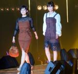 『東京ガールズコレクション 2018 AUTUMN/WINTER』に出演した(左から)山本雪乃、宇賀なつみ (C)ORICON NewS inc.