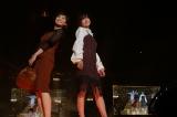 『東京ガールズコレクション 2018 AUTUMN/WINTER』に出演した(左から)山本雪乃、宇賀なつみ(C)マイナビ presents TOKYO GIRLS COLLECTION 2018 A/W