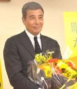花束を手に喜びを語った舘ひろし (C)ORICON NewS inc.