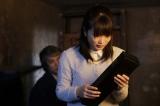 父・椿英輔のフルートケースを手にした美禰子(志田未来)(C)NHK