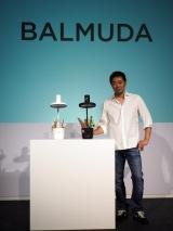新製品の子ども向けデスクライト「BALMUDA The Light」を発表したバルミューダ代表取締役社長・寺尾玄氏 (C)ORICON NewS inc.