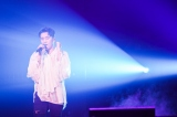 初のソロツアー福岡公演で熱唱するV.I