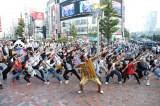 ピコ太郎&ダンサー100人のフラッシュモブ
