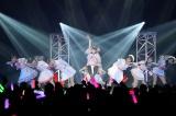 =LOVEデビュー1周年記念ライブの様子(C)YOANI
