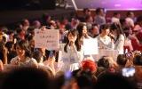 「心のプラカード」でメンバーそれぞれのメッセージを伝えた(C)STU