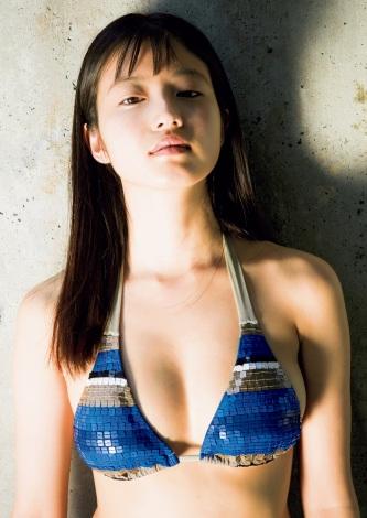 サムネイル 『週刊プレイボーイ』39&40号の表紙を飾った今田美桜 (C)桑島智輝/週刊プレイボーイ