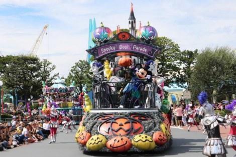 """サムネイル 「スプーキー""""Boo!""""パレード」。ゴーストダンスを披露するミッキーマウス (C)oricon ME inc."""