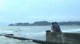 湘南編:伊東大輝との海辺での両思いのキス(C)フジテレビ / イースト・エンタテインメント
