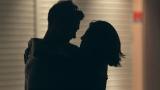 石倉ノアにキスをせがむ島袋聖南(右)(C)フジテレビ / イースト・エンタテインメント