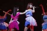 16歳最後の公演となった田中美久と久々に公演に登場した指原莉乃(C)AKS