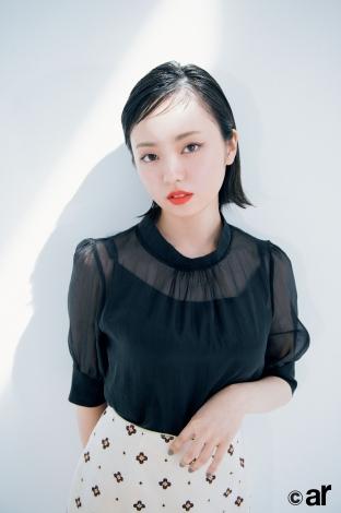 サムネイル 『ar』10月号に登場した欅坂46・今泉佑唯