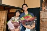 日曜劇場『この世界の片隅に』をクランクアップさせた(左から)松本穂香、松坂桃李 (C)TBS