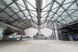 2階貫通通路には旧東横線渋谷駅のかまぼこ屋根を再現(C)渋谷ストリーム