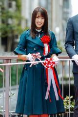 渋谷ストリーム開業および渋谷川沿い遊歩道落成記念のテープカットに欅坂46の菅井友香が参加